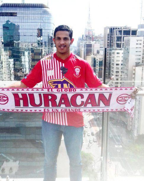 Marcos Campos viajó desde Sao Pablo hasta Buenos Aires en micro para ver a Huracán.