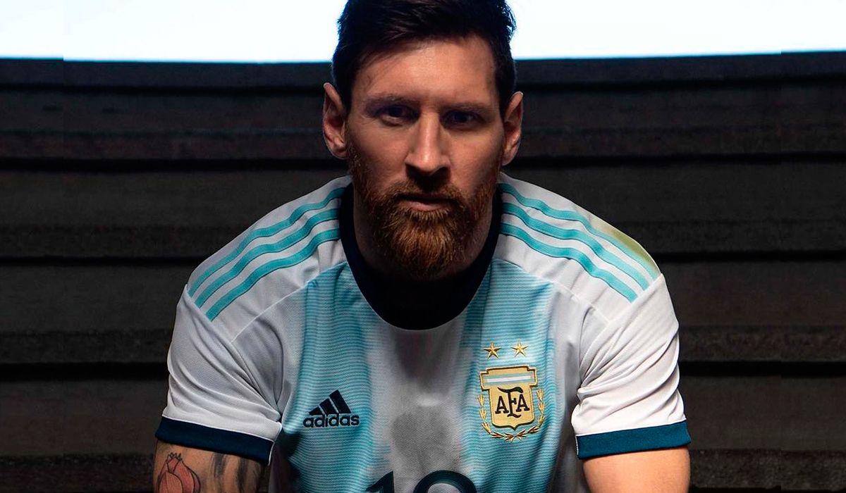 Con Messi como modelo, la Selección argentina presentó oficialmente su nueva camiseta