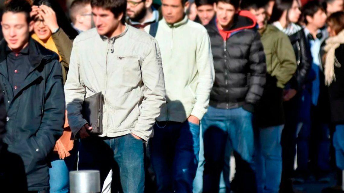 Casi la mitad de los argentinos tiene miedo a perder su trabajo