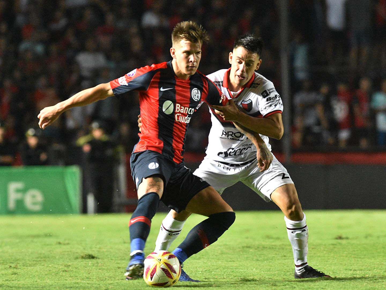 Tras el golpe de la quita de puntos, San Lorenzo empató con Colón en Santa Fe