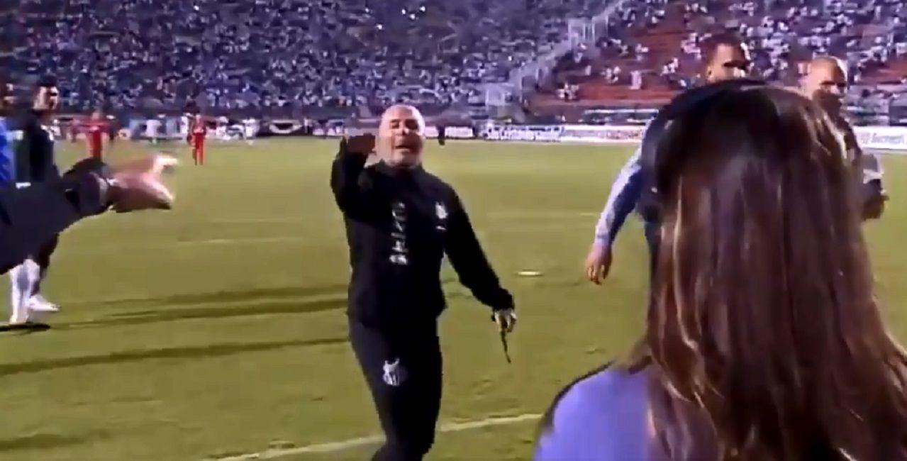 El minuto de furia de Sampaoli: insultó e invitó a pelear al entrenador rival