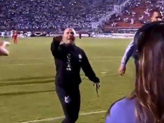 el minuto de furia de sampaoli: insulto e invito a pelear al entrenador rival