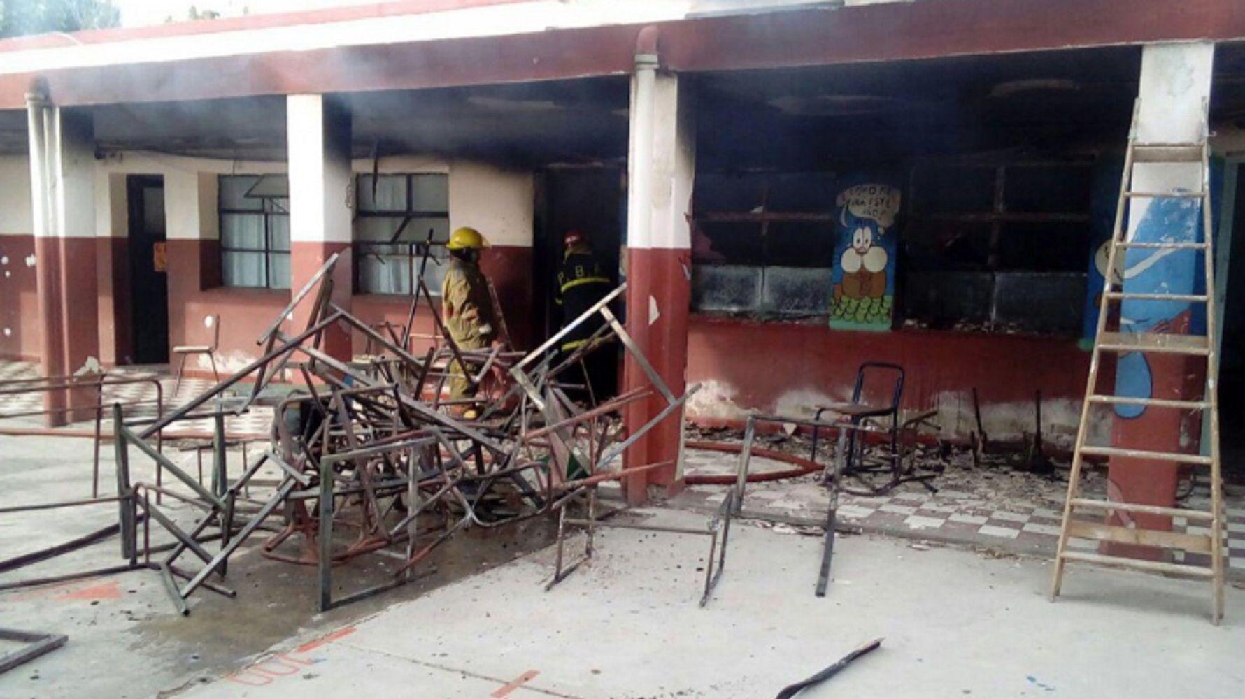 Multas de hasta $20 mil y cárcel: impulsan sanciones más fuertes contra el vandalismo en escuelas