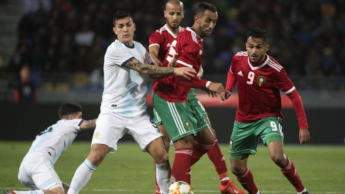 Poco fútbol y mucho viento: Sin Messi, Argentina le ganó a Marruecos