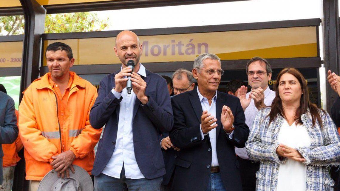 Un gato inauguró el Metrobus de Neuquén y se llevó la atención de todos