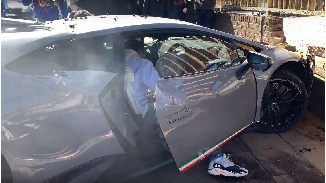 Video viral: destrozó contra un árbol un Lamborghini Huracan Performante
