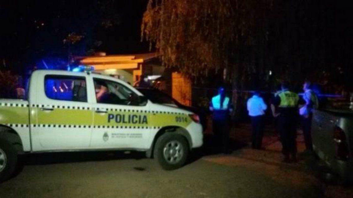 Un hombre de 25 años golpeó a su pareja, de 66, e intentó prenderla fuego