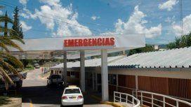 La mujer murió minutos antes de llegar al Hospital. El hombre está internado