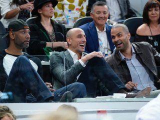 Manu, junto a Tim Duncan y Tony Parker (Foto: @Spurs)