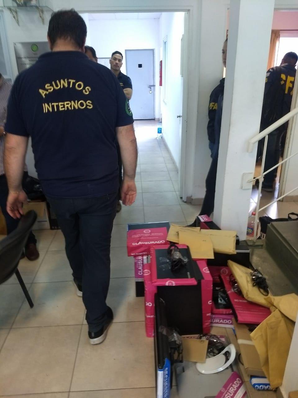 Desafectaron al jefe de la DDI de Lanús y a otros nueve policías de la Bonaerense