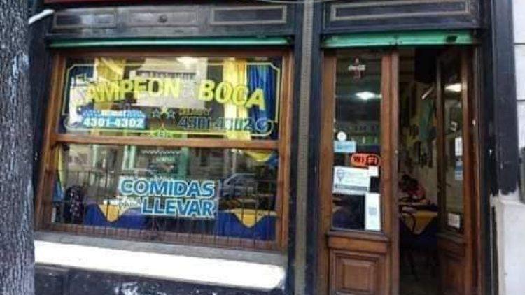 Solidaridad ante la crisis: entregan viandas a personas necesitadas en un restaurante de La Boca