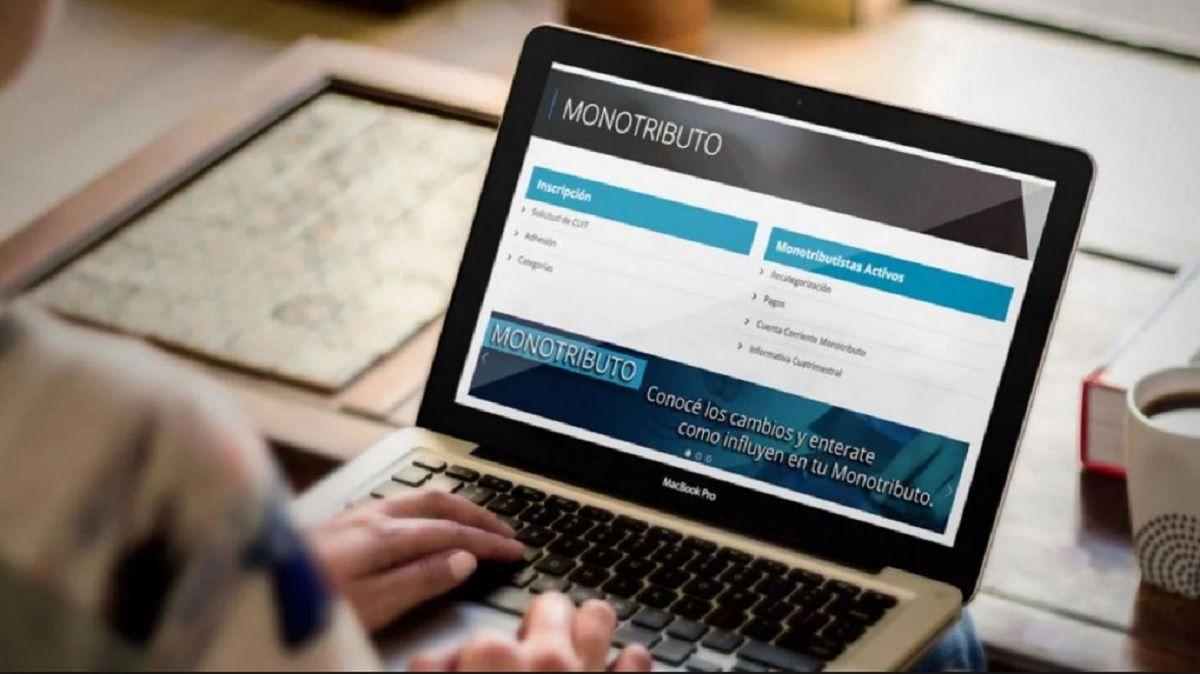 Desde este lunes es obligatorio el uso de la factura electrónica para el monotributo
