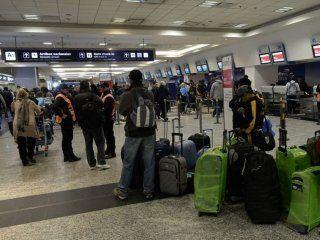 hay demoras y cancelaciones en aeroparque por una protesta del personal tecnico