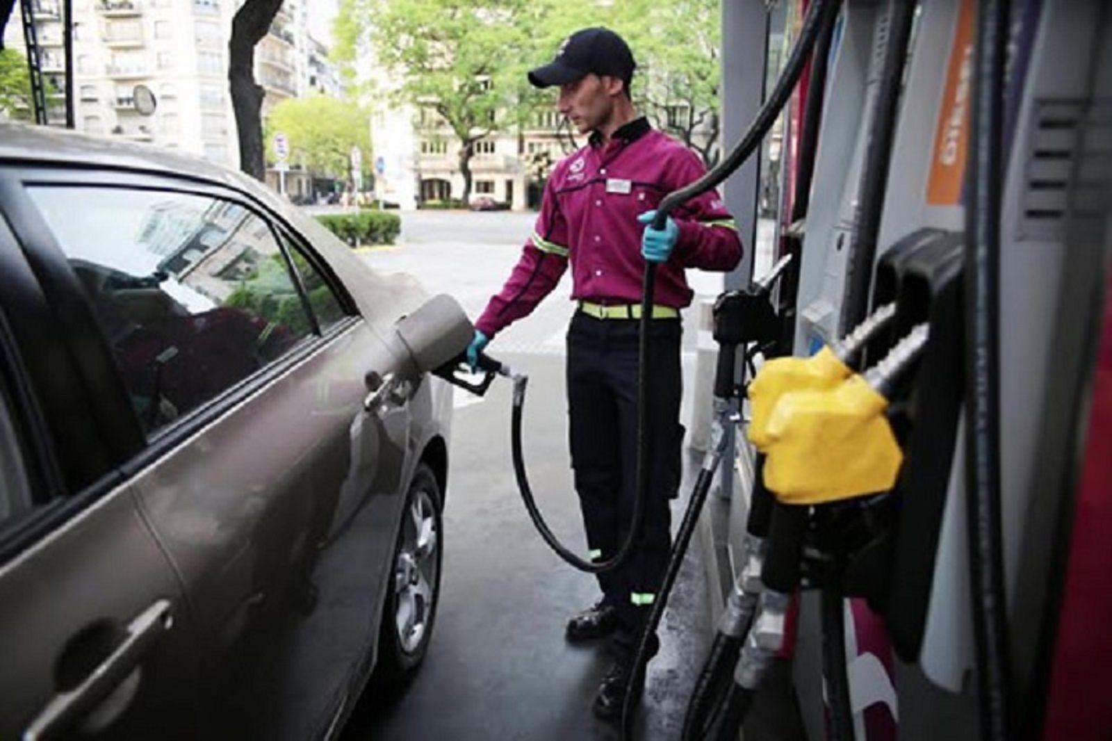 La nafta podría subir más de un 10% por la escalada del dólar
