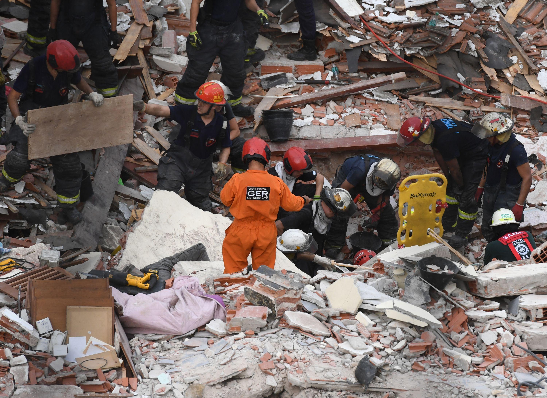 Derrumbe en San Cristóbal: la Ciudad había intimado a que se hiciera el apuntalamiento de medianeras en la obra