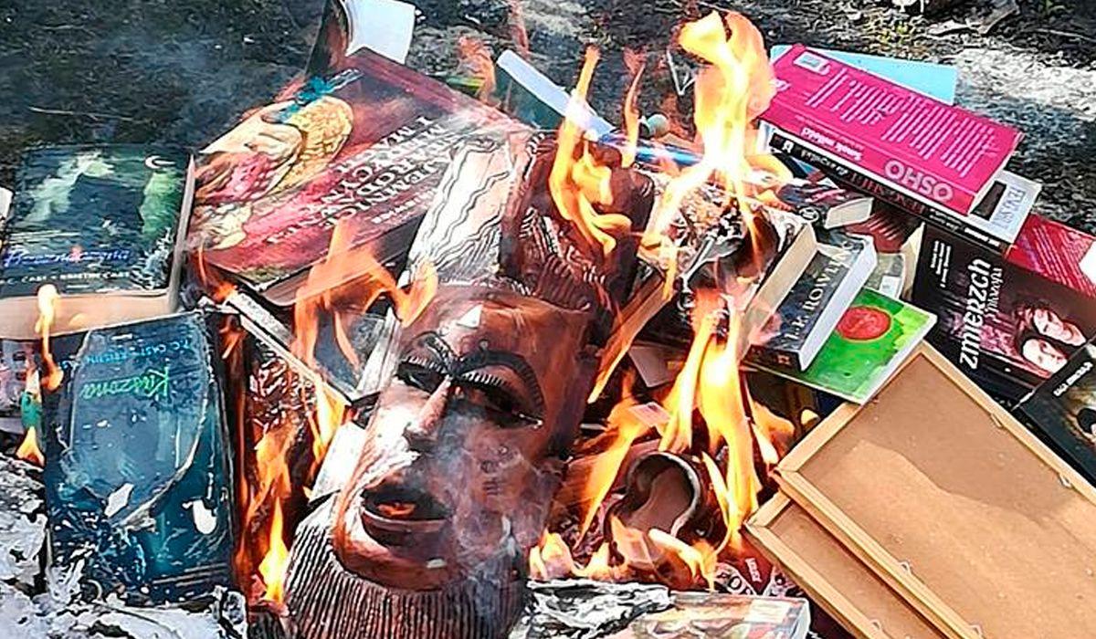 Sacerdotes en Polonia quemaron libros de Harry Potter para combatir la brujería