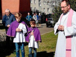 sacerdotes en polonia quemaron libros de harry potter para combatir la brujeria
