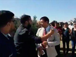 un funcionario de la pampa quiso hacer campana en un acto por malvinas y fue expulsado: respeta a los heroes
