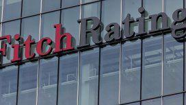 Fitch bajó la calificación de la deuda argentina y alerta por una recesión aún mayor