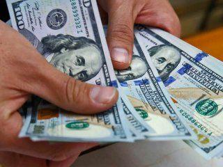 el dolar arranca la semana en alza
