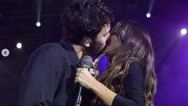 Sebastián Yatra besó a Tini Stoessel en el escenario ¿y ella quiso esquivarlo?