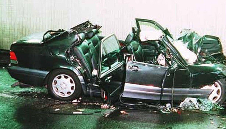 El auto en el que viajaba Lady Di quedó totalmente destruido.