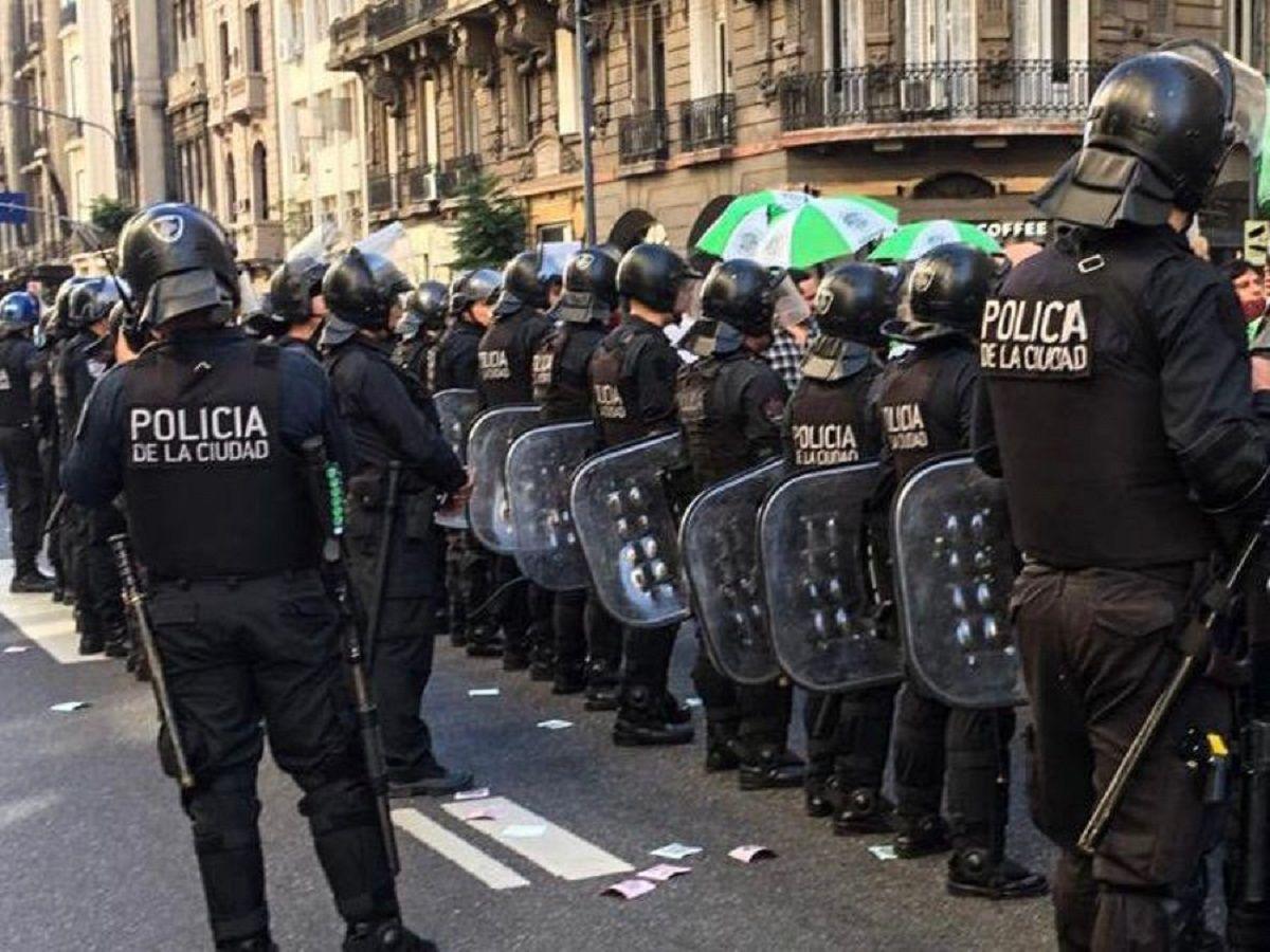 La Policía reprimió a trabajadores estatales que reclamaban una recomposición salarial