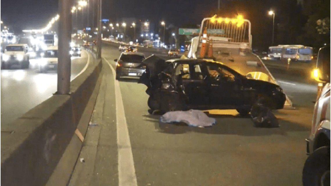 Una camioneta chocó a un Uber en la Panamericana y mató a su pasajera