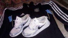 Estas son las zapatillas que publicó en Facebook el acusado
