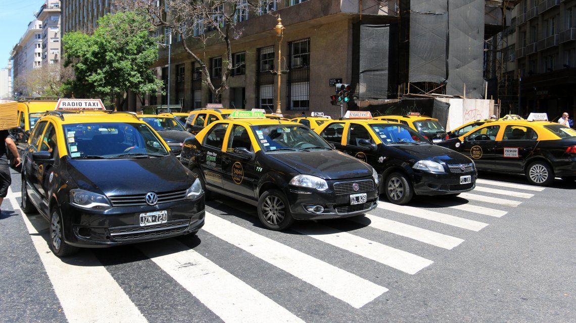 Jueves de caos de tránsito: taxistas se movilizan por todo el Centro