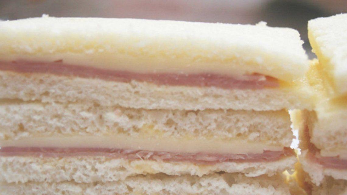 La Anmat prohibió la venta de un sándwich de miga de jamón y queso