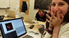 Pura emoción: la foto que opacó a la primera imagen de un agujero negro