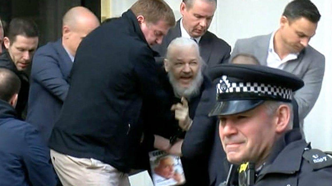Julian Assange fue arrestado tras pasar años con asilo político en la embajada de Ecuador en Londres
