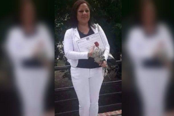 """<p>Mónica Liliana Cruz fue encontrada muerta en Cañuelas</p>""""/></figure>    <p>Mónica Liliana Cruz fue encontrada muerta en Cañuelas</p>    <p><br>Según informa el diario<em>Crónica</em>, el pasado 1° de abril Mónica había realizado la tercera denuncia contra el sospechoso por amenazas y violencia familiar.</p>    <p>""""Había pedido el botón antipánicoy estuvo en la Fiscalía, pero no le dieron importancia al tema hasta que pasó esto"""", criticó Alan, uno de los hijos de la víctima. """"El hombre tenía la perimetral, pero no la cumplíay los patrulleros lo dejaban siempre libre"""",agregó.</p>    <p>""""Mi madre vivió once años de sufrimiento. Este hombre llamado Juan la agredía cada vez que podía. Siempre iba atrás de ella con el fin de hacerle daño y el viernes pasado no estuve yo para cuidarla"""", expresó.</p>    <p>El femicidio ocurrió cuando la víctima fue a buscar una plata que su ex le tenía que dar para pagarle la medicación de un hijo que tuvieron. El joven contó que Silva """"no dejaba trabajar"""" a su madre, """"siempre la tenía encerrada en la casa"""" y que en una ocasión """"la quiso ahorcar"""".</p>    <p>""""Mi mamá vivió once años de sufrimiento. Él era un psicópata y ella le tenía miedo"""", añadió Alan, quien estaba en la comisaría la momento de enterarse del hallazgo del cuerpo de su madre, ya que, después del mediodía, los familiares y amigos de Cruz se habían movilizado hasta allí para reclamar por su aparición.</p> <style type="""