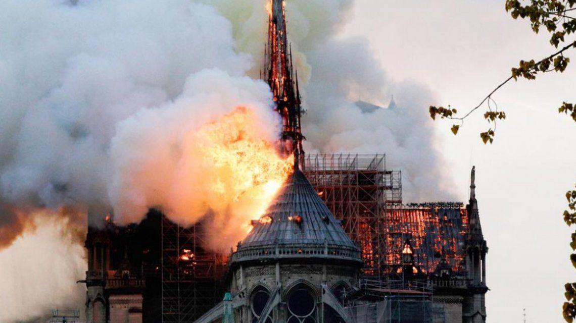 Devastador incendio en la Catedral de Notre Dame