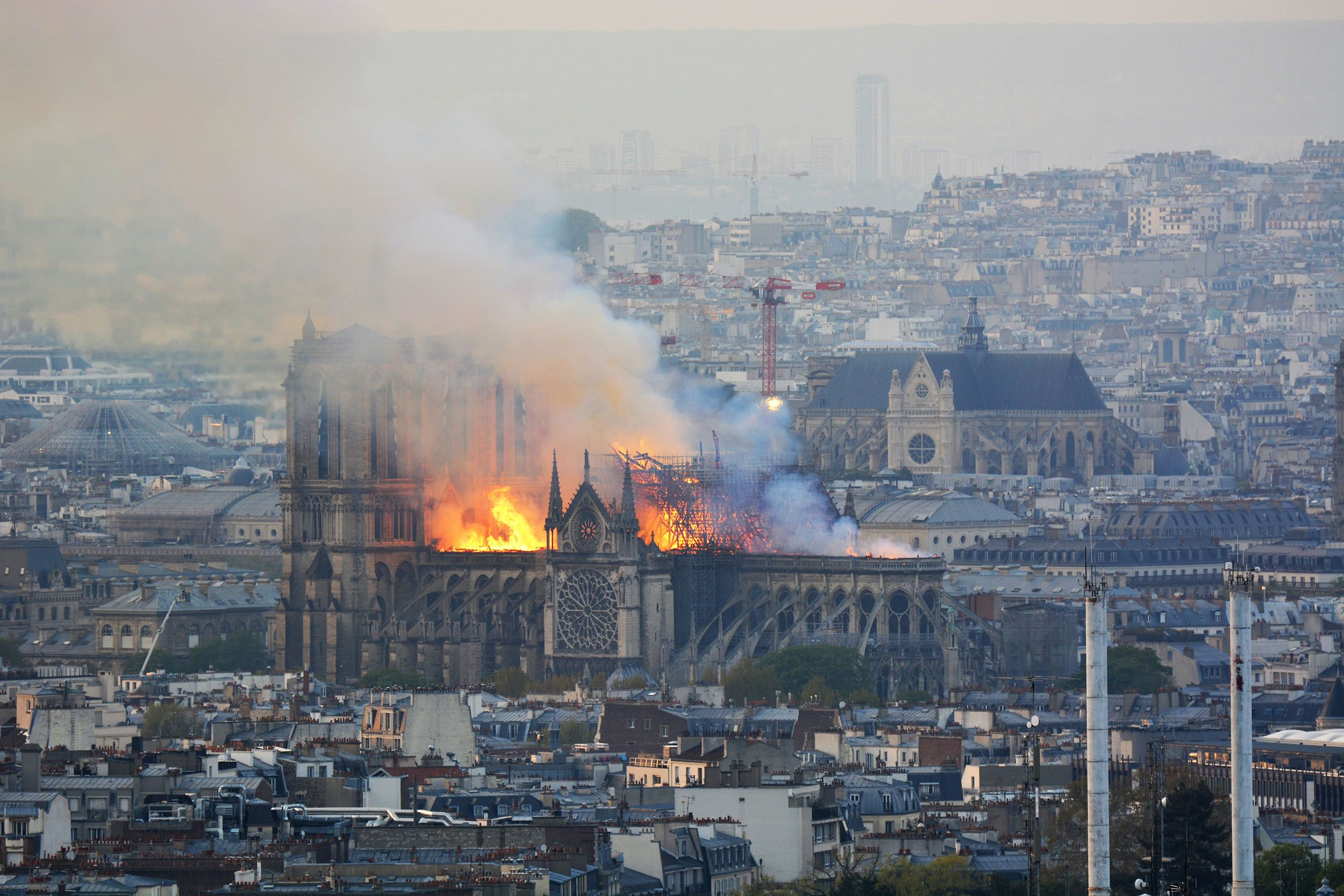 Notre Dame: encontraron colillas de cigarrillos en la restauración y responsabilizan a los obreros