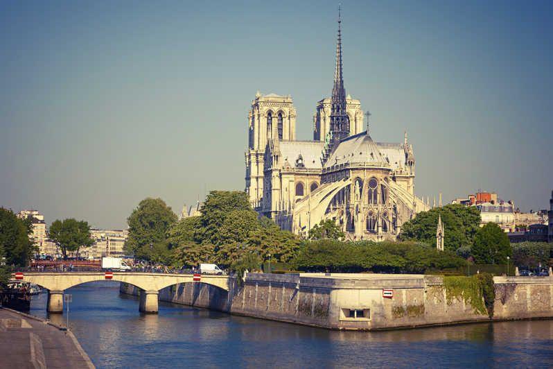 Notre Dame, el ícono gótico que domina el paisaje parisino al margen del Sena