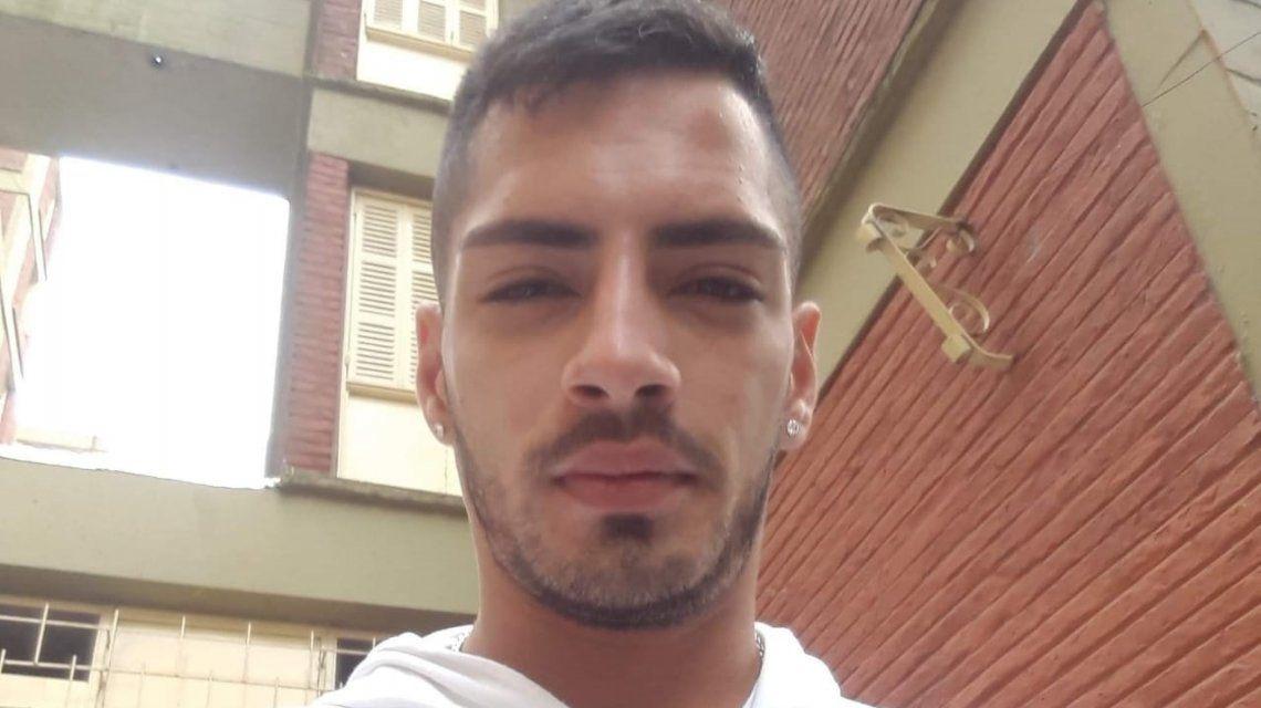 Fue a comprar cigarrillos y la pareja de su ex novia lo mató por la espalda