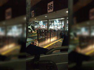 por una protesta en la villa 31, no permiten la salida de los micros de retiro