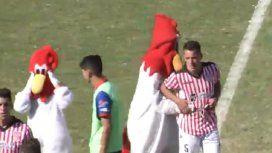 La mascota de Deportivo Morón tuvo un gesto que emocionó a todos