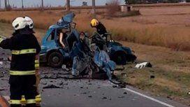 Murieron tres personas y otras cuatro resultaron heridas en un choque frontal
