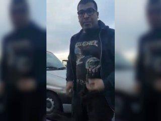 furia y temor en la autopista: la choco, le pateo el auto y la persiguio