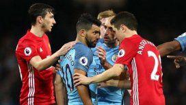 Manchester City juega un partido por el título en el clásico con United