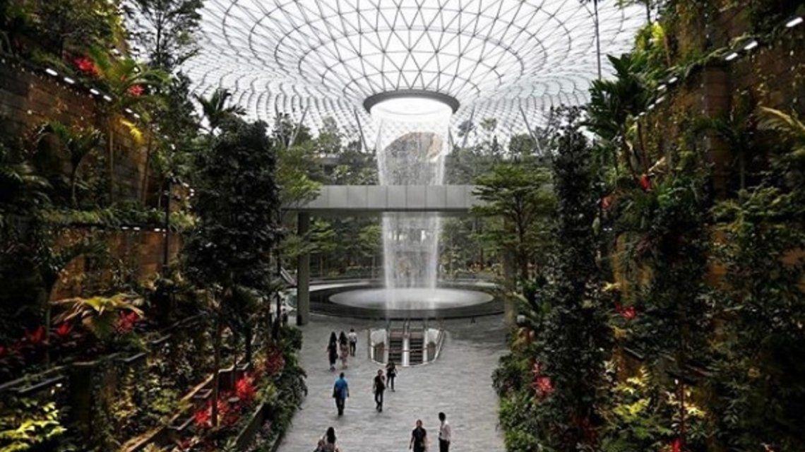 Rain Vortex, la mayor cascada interior del mundo