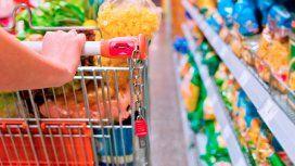 Acuerdo para no trasladar el total del IVA a los precios de 27 productos de la canasta básica
