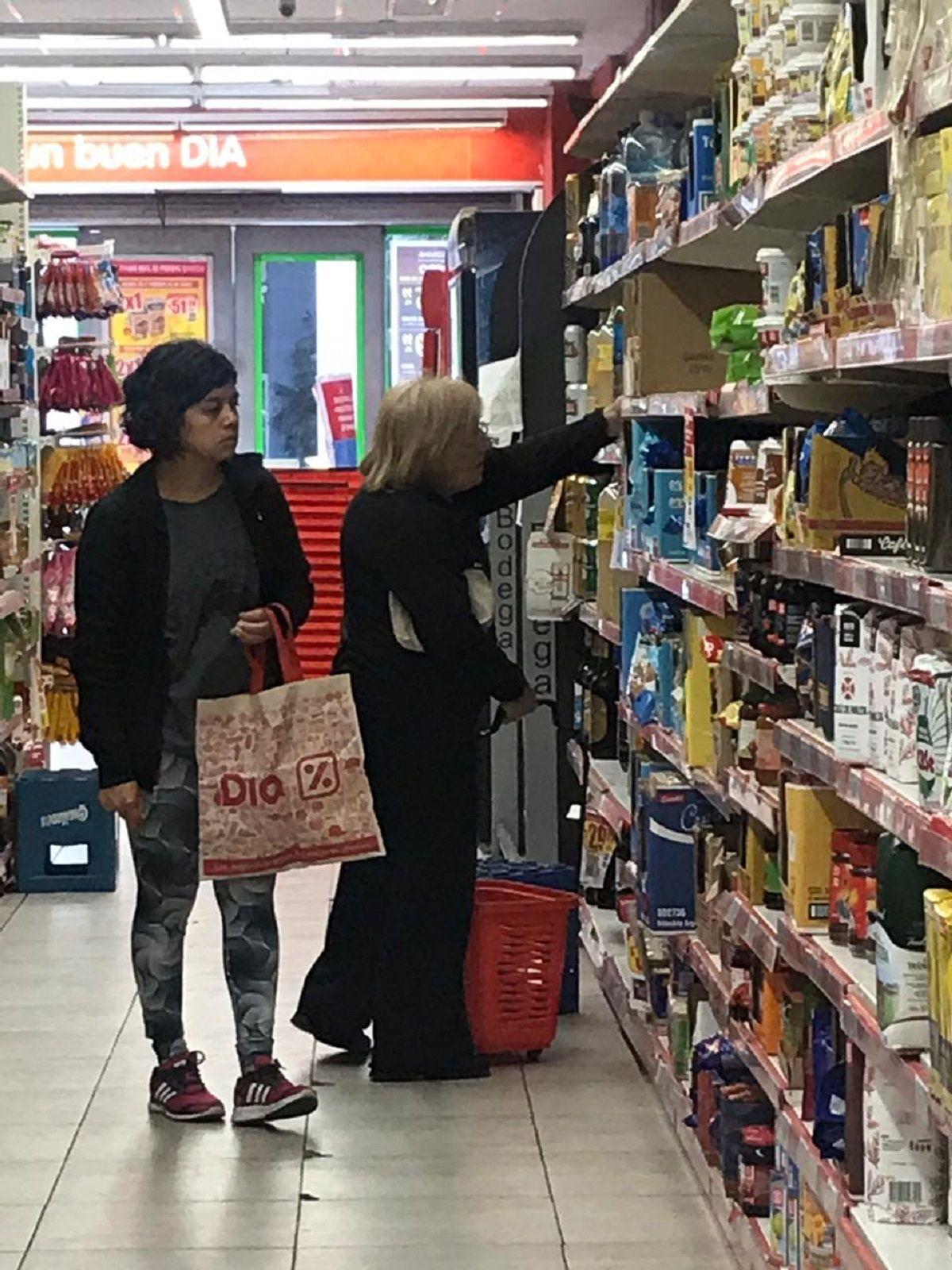 Cuarto día de Productos Esenciales: todavía hay supermercados que no cuentan con el listado completo