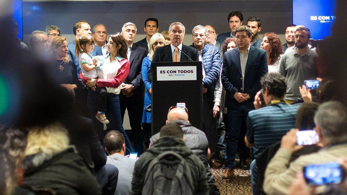 Solá presentó su frente electoral