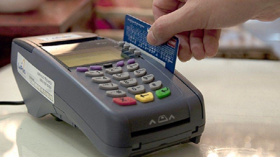 Oficializaron el reintegro del IVA para jubilados y beneficiarios de planes sociales