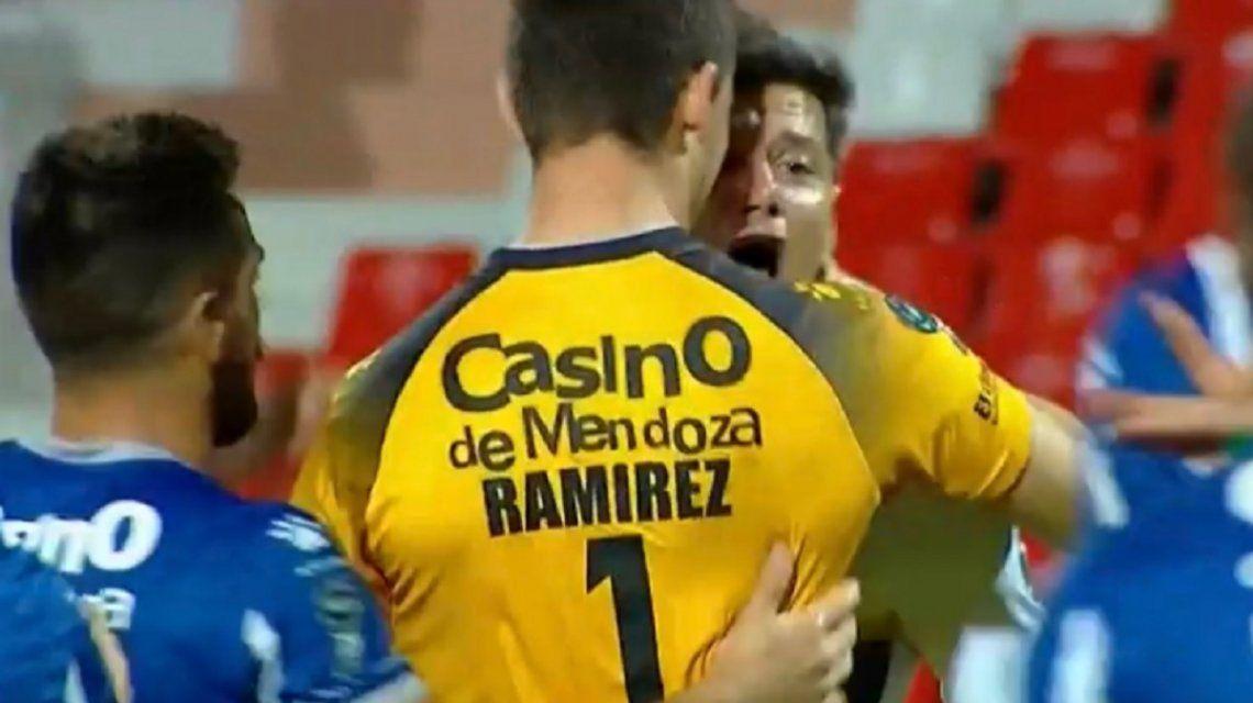 Mauro Zárate le gritó el gol de Boca en la cara a un chico de 22 años y armó un escándalo