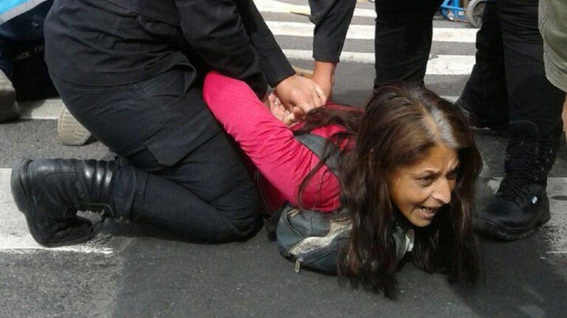 Al menos 32 detenidos en la Avenida de Mayo y 9 de Julio durante la marcha por el paro